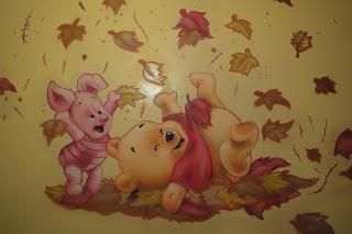 Berok graffiti mural profesional en barcelona murales for Cuarto winnie pooh