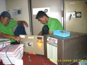 Perbaikan 5 unit brandkas Ichiban di Pemda Serang