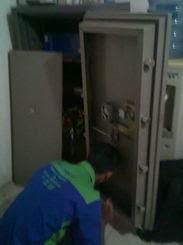 Bongkar brankas OKIDA di JALAN Tour & Travel di Lippo Cikarang