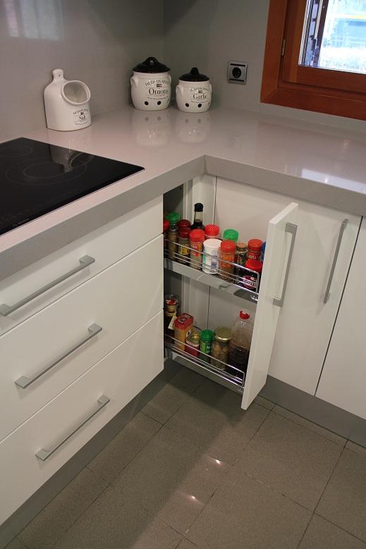 Dise o y decoraci n de cocinas el interior de los muebles - Herrajes para muebles cocina ...