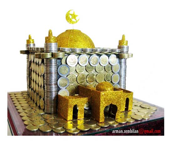 Menarik!! Mas Kawin Miniatur Masjid Terbuat dari Uang Koin 100, 500 ...