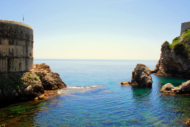 Вид на море и стены Дубровника