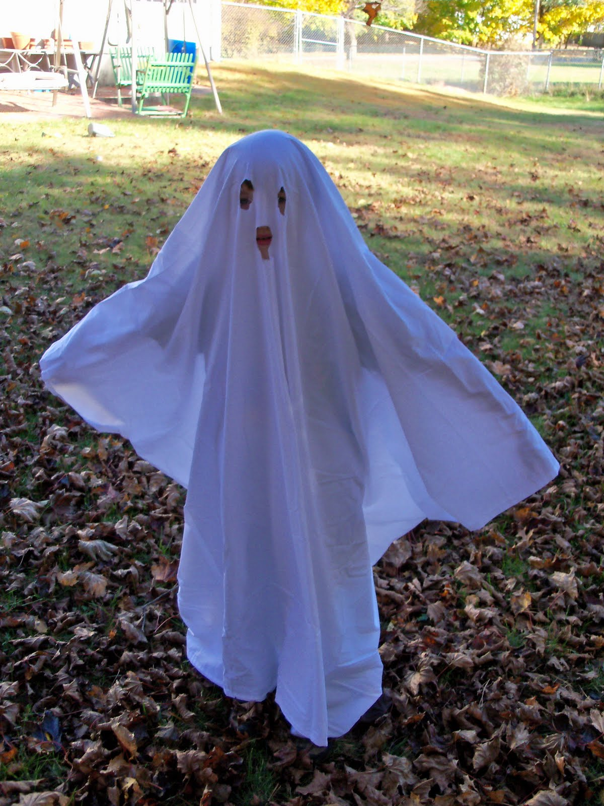 Textiles4you Halloween Round Up & Homemade Ghost Costume - Meningrey