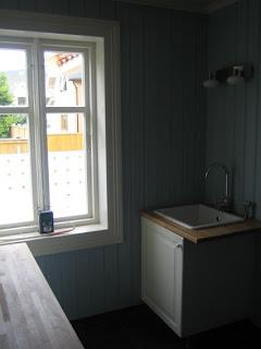 Kjøkkenvask fra ikea. Kran med dusj ved siden av. Kjempekjekt når ...