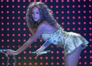 beyonce knowles bending over