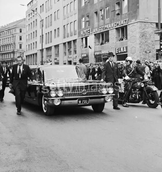 agents near JFK's HARDTOP car