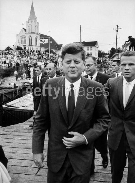 Agents Ron Pontius (far right) & Floyd Boring (glasses) with JFK