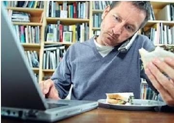Comer frente al computador engorda