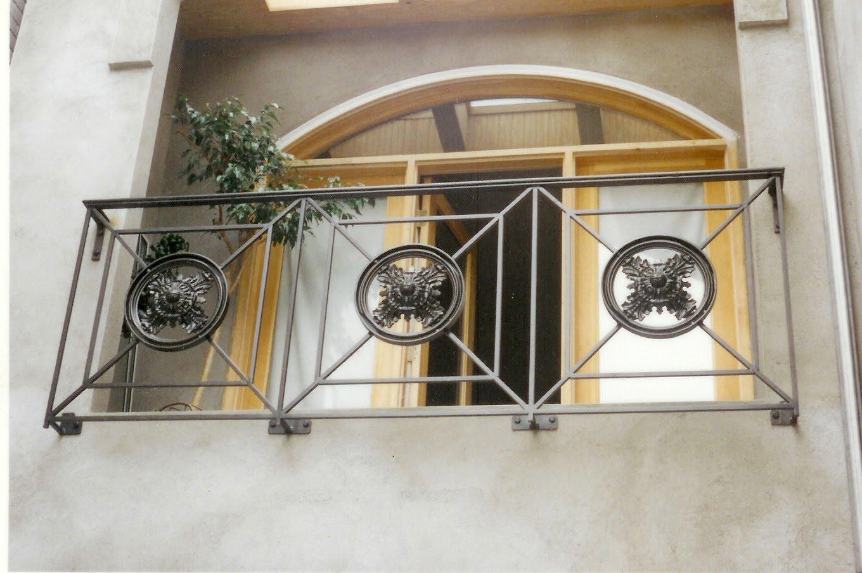 Balcony guardrail