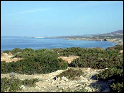 Η ακτή με τα γαλάζια, καθαρά νερά της
