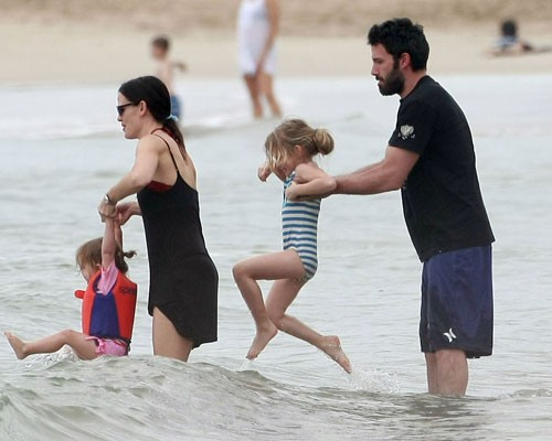 Ben Affleck and Jennifer Garner enjoying the New Year on the beach in Hawaii