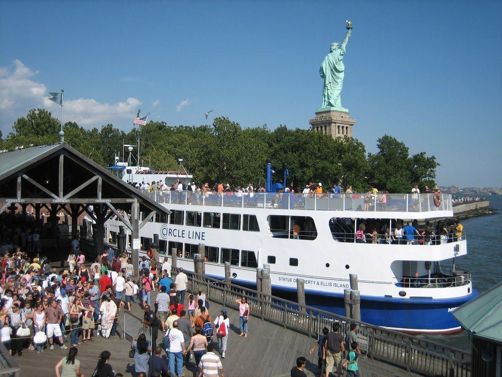 http://4.bp.blogspot.com/_9SQ556v7Z1E/THk4peGre_I/AAAAAAAAAGI/R5uhLxDyoaM/s1600/statue-of-liberty-ferry-l.jpg