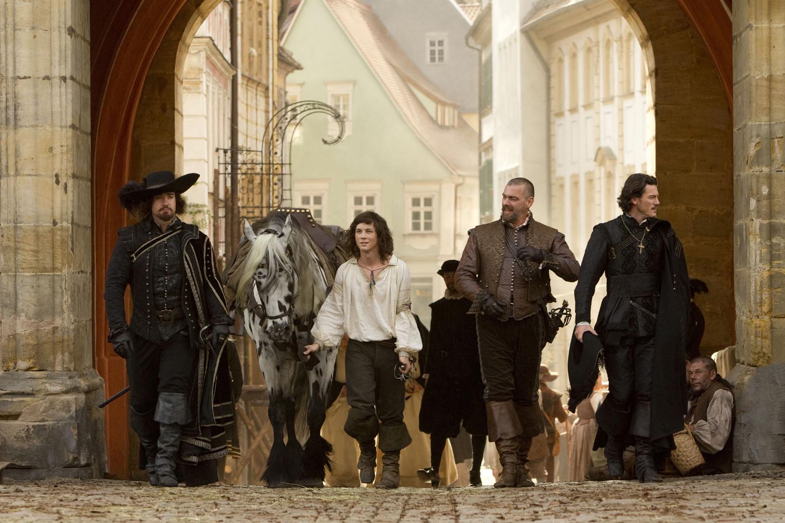 http://4.bp.blogspot.com/_9Sqb6Vhazxg/TRcos8SJgsI/AAAAAAAATAA/3Hp6y7ghdpM/s1600/the+three+musketeers_official+image.jpg