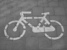La bicicleta en el carril.