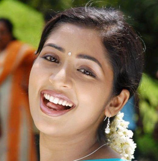 Super Desi Hot Photos: Navya Nair hot