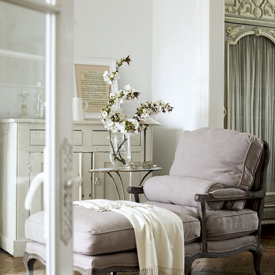 The hairstylist that loves home design french style for French chic living room
