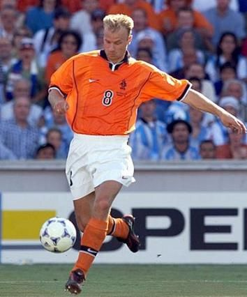 Moments Of Magic #1 – Dennis Bergkamp