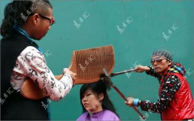 http://4.bp.blogspot.com/_9VB_V_v41Ao/TPzgoXngfzI/AAAAAAAAK4w/ZkElTrPm7DE/s400/giant-haircut7-550x342.jpg