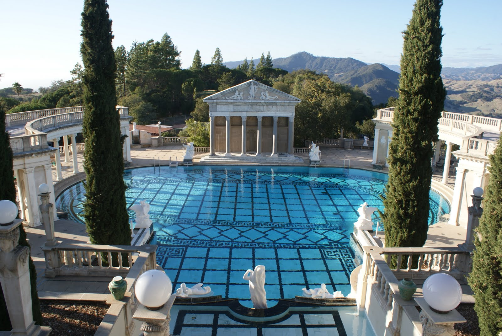 Stuoobs 39 travels rants and ramblings the big sur for Big mansions with pools