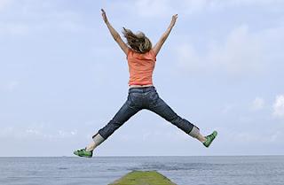 Foto Mulher Saltando