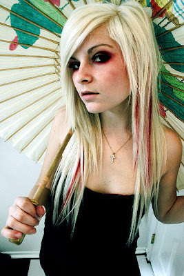 http://4.bp.blogspot.com/_9Zf_P9g6cuo/SMUdthPG2TI/AAAAAAAABVw/Ux_A2aa0HAA/s400/blonde-emo-hairstyle0.jpg