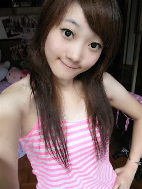 Cute asian hairstyle- cute girl with so big eyes!