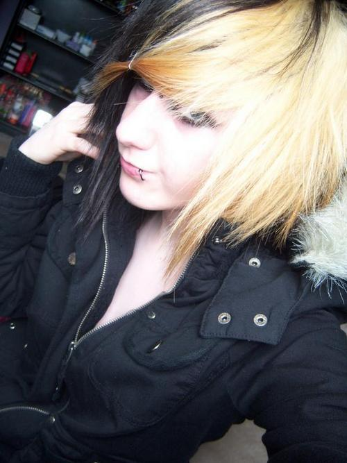 scene emo hairstyles for girls. scene hair 2009