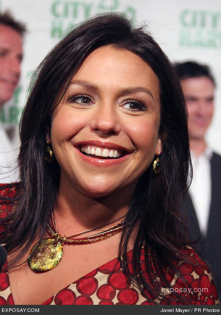 http://4.bp.blogspot.com/_9_rMoQJADv0/TRi1oNAbC9I/AAAAAAAAALQ/dLuuPCgbb2E/s1600/rachael-ray-city-harvest-bid-against-hunger-october-23-2007-1mYTow.jpg