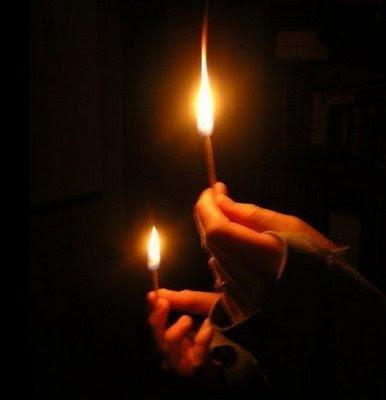 أجمل تقرن وداعك للمنتدى بوداع Candleinhand1.jpg