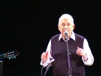 Imatge del recital de Raimon (foto © TV3)
