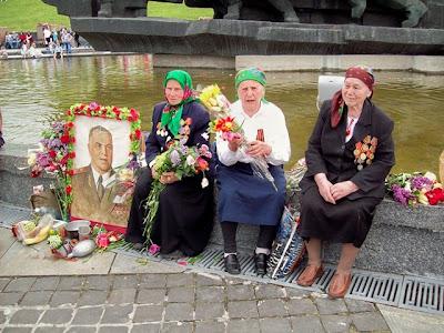 Женщины-ветераны ВОВ в День Победы