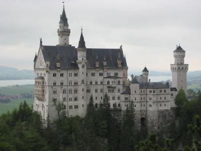 Castelul Neuschwanstein intr-o zi ploioasa