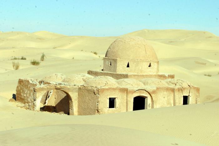 جوهرة الصحراء  مدينة الف قبة و قبة 13