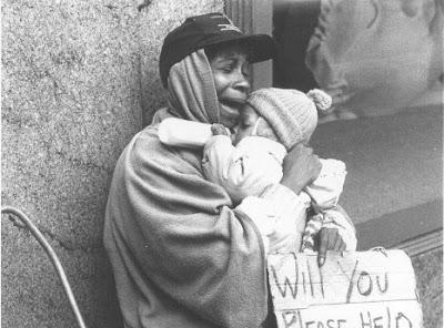 http://4.bp.blogspot.com/_9hPdvNdeJ5I/SexpomfvAVI/AAAAAAAABwQ/LuTeWpBee40/s400/homeless+mom+and+child.bmp