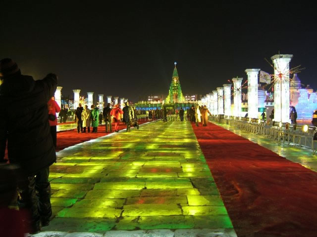 [fluresent+tumes+in+ice+snow+and+ice+festival+harbin+china+(009)_JPG.jpg]