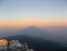 Sombra al amanecer del Teide