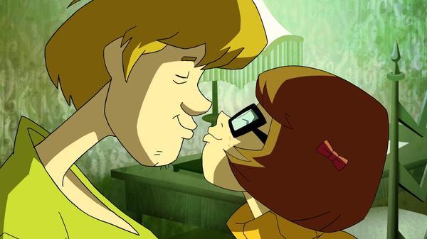 Shaggy & Velma Smooch