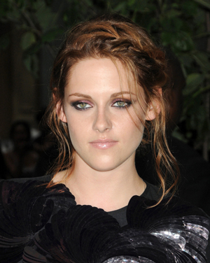 "Kristen's Tortilla Soup is ""Perfect,"" Says Co-Star Garrett Hedlund 
