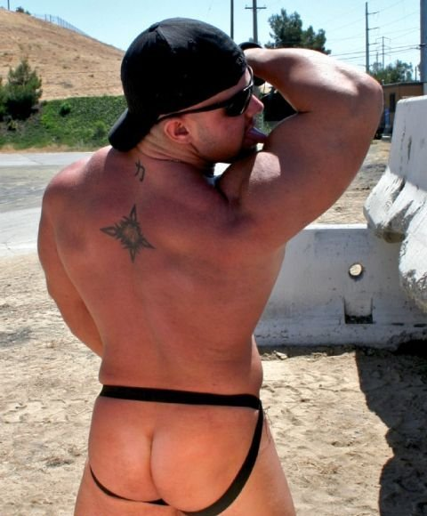 I WANNA FUCK HIS JOCK-BUTT.....