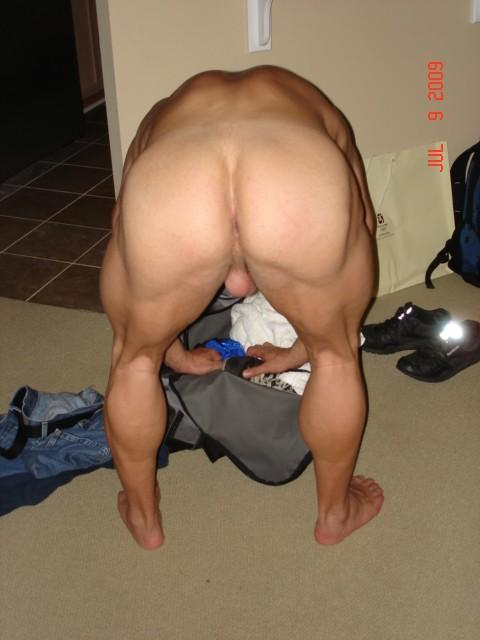 GETTING READY TO GO TO THE GYM....YOU WANNA FUCK ME....
