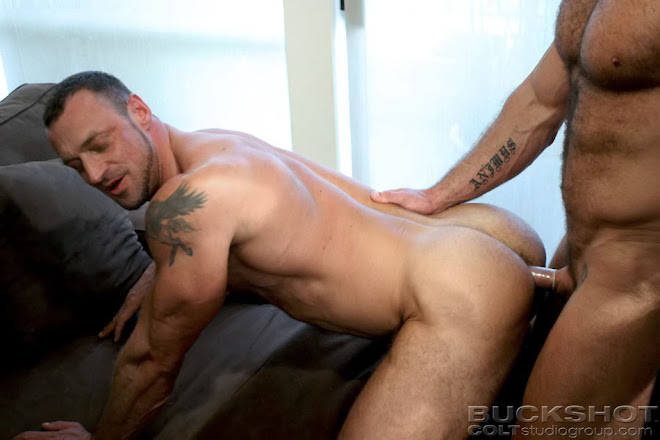 MUSCLE STUD GETTING FUCKED