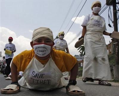 >exile tibetans pray for Nargis victims