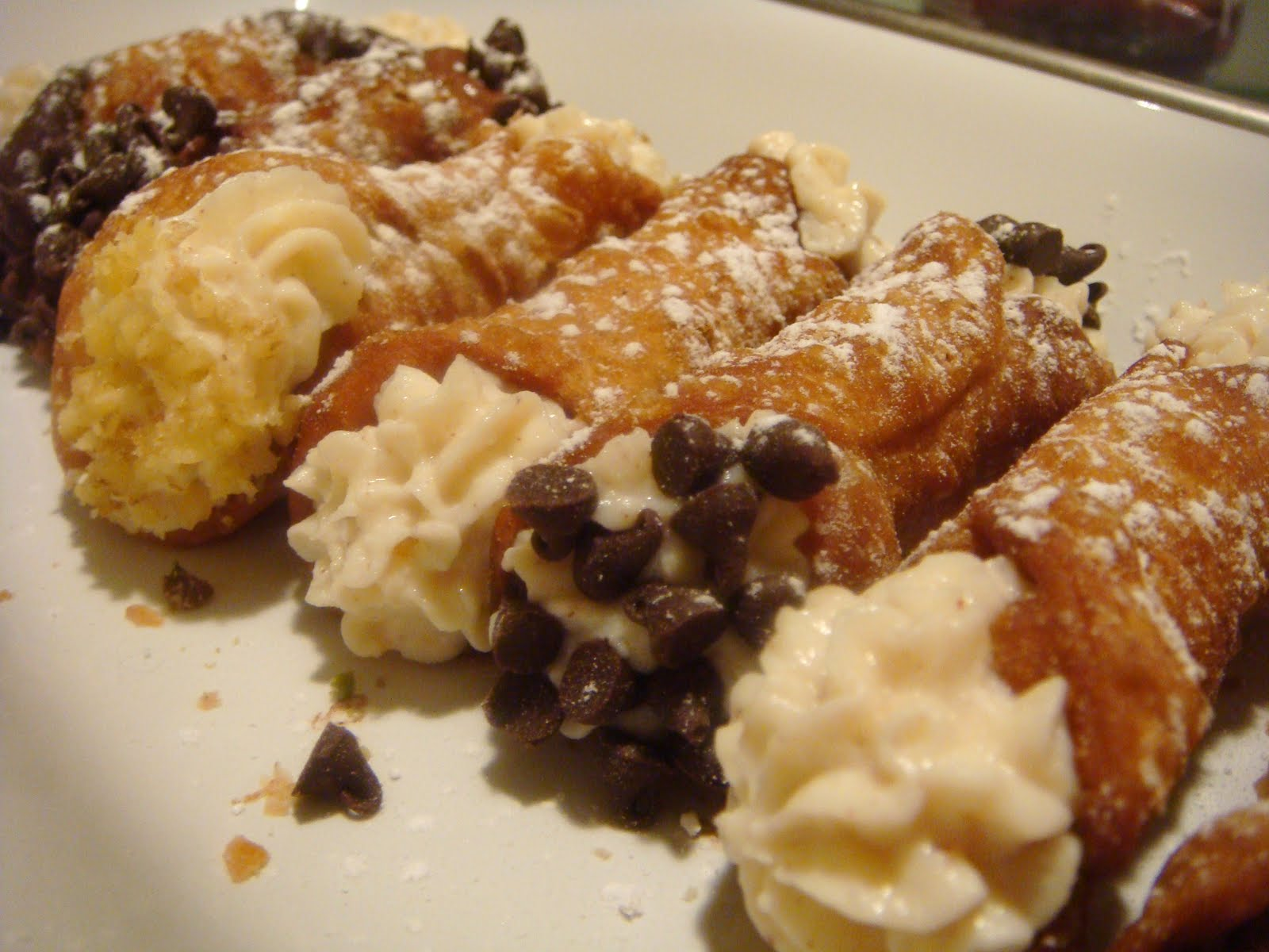 Delicious Dishings: Daring Bakers: Cannoli