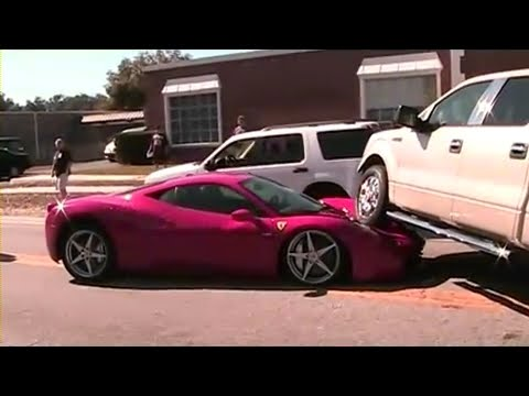 FERRARI 458 ITALIA PISADO POR UNA FORD F 150 PICK UP