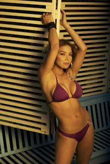 nenas rubias en bikini