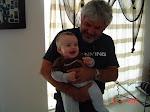 Orgulloso abuelo Micky