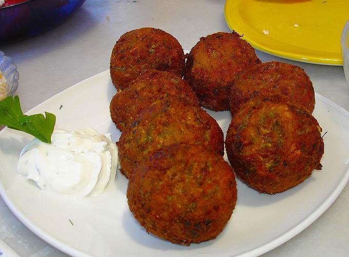 Santorini Greece: Tomatokeftedes (tomato balls)