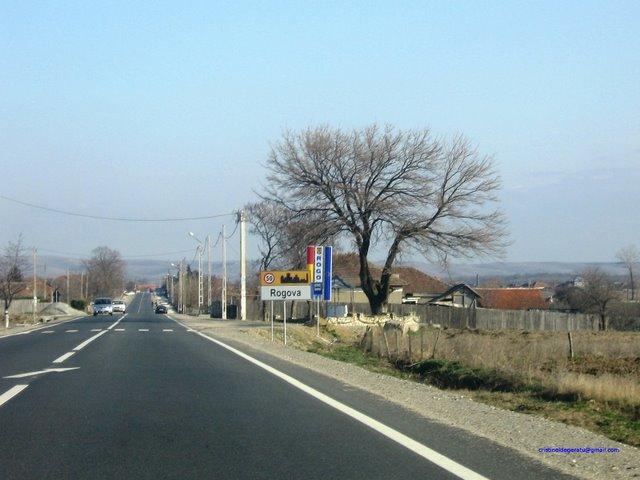 Intrare in comuna Rogova pe DN56A