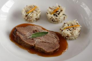zsálya narancs pörkölt sertés nyak sertéshús sült hús thai citromfű fokhagyma szár basmati rizs vadrizs