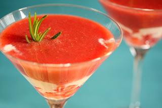pezsgő eper szamóca földieper eperleves kakukkfű rozmaring joghurt